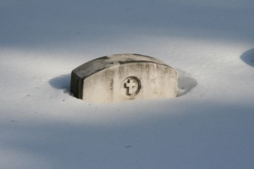 Frank Cloutier grave in winter